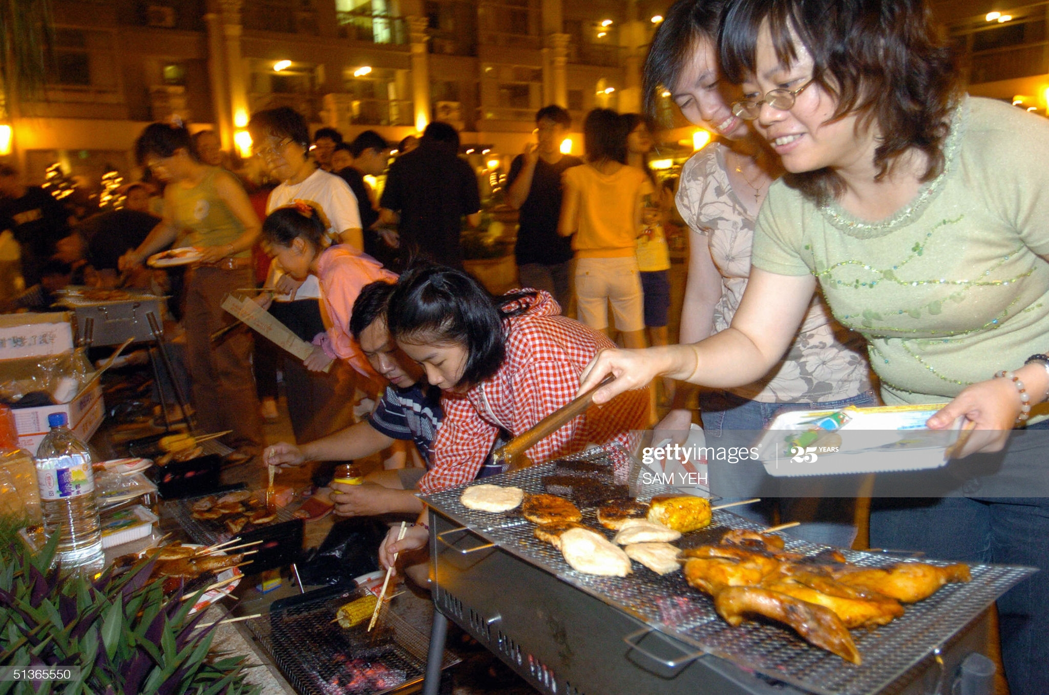 TAIPEI, TAIWAN:  Local residents barbecue outside of their apartment in Hsintien, Taipei county, to celebrate the annual Moon Festival, 28 September 2004.   AFP PHOTO/Sam YEH  (Photo credit should read SAM YEH/AFP via Getty Images)